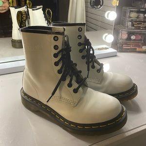 Dr. Marten Boots White size 5